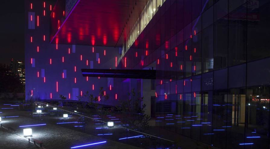 Constituyentes-Illuminated-Facade-by-Taller-David-Dana-Arquitectura-01 (1)