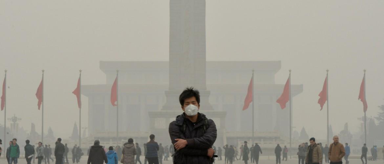 Kineski turisti nose zaštitne maske usled velike količine zagađenja
